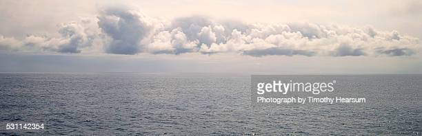 overcast sky over the ocean - timothy hearsum stock-fotos und bilder
