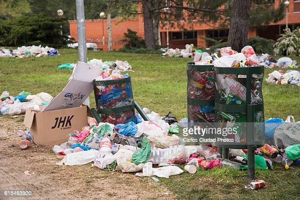 overflowing bins in a park of ciudad universitaria, madrid - garbage bin stock pictures, royalty-free photos & images