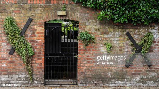 overgrown door, henley on thames - jim donahue stock pictures, royalty-free photos & images