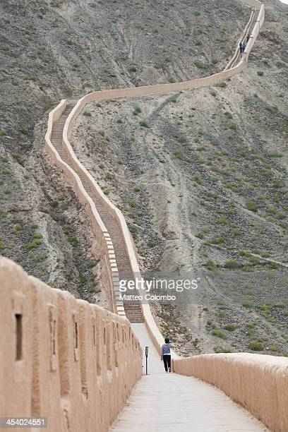 overhanging great wall, - gansu province stock pictures, royalty-free photos & images