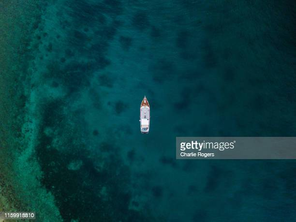 overhead aerial photo of yacht - recreational boat stock pictures, royalty-free photos & images