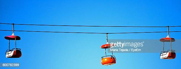 overhead cable cars against clear blue sky - maria tejada stock pictures, royalty-free photos & images