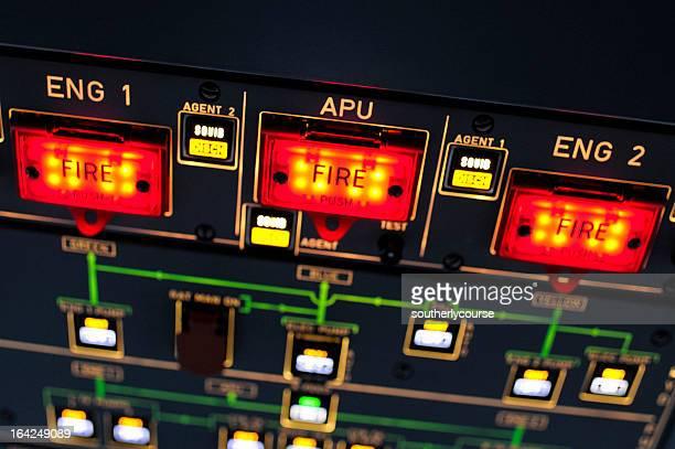 Panel de hélice dentro de la cabina de mando del avión de pasajeros moderna
