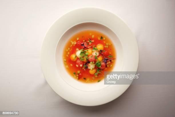 野菜スープのグルメ ボウルのオーバー ヘッド ショット