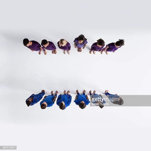 overhead shot of people standing in two lines - personnes alignées photos et images de collection