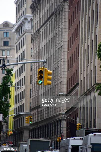 overhead traffic lights in new york city - road signal stock pictures, royalty-free photos & images