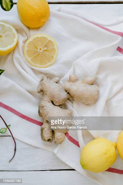 overhead view of ginger and lemon - fiore di zenzero foto e immagini stock