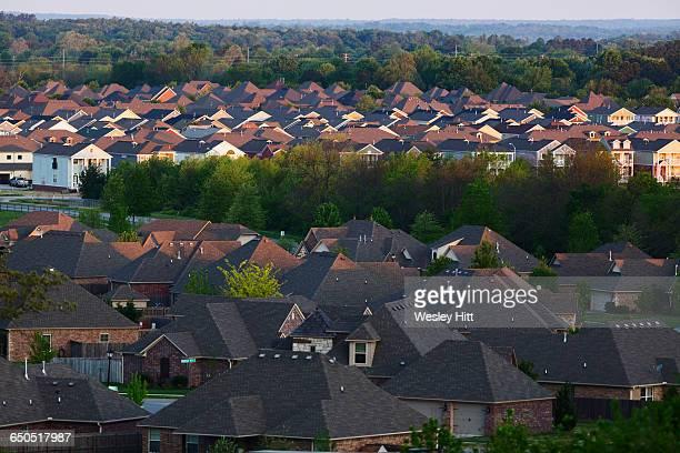 overhead view of houses in a neighborhood - ファイアットヴィル ストックフォトと画像