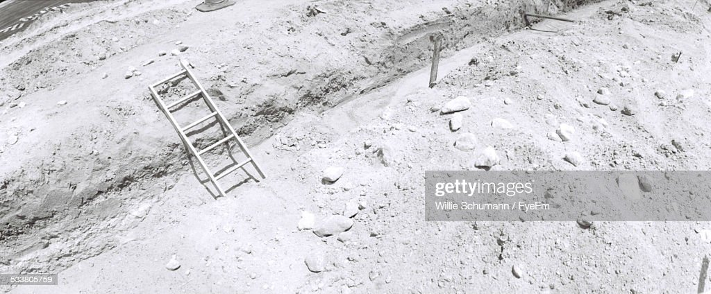 Overhead View Of Ladder In Sand : Foto stock