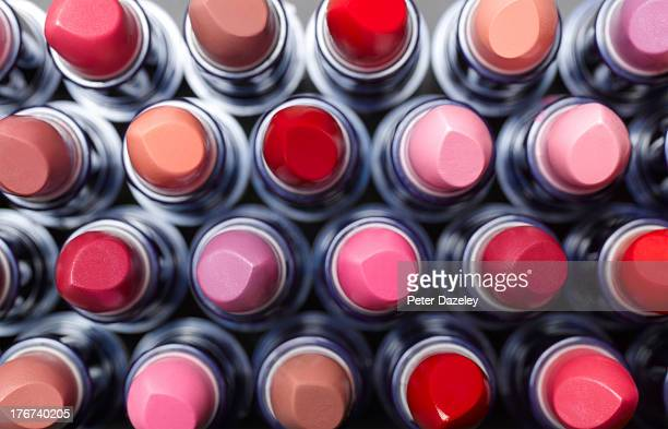 overhead view of lipsticks - lippenstift stock-fotos und bilder