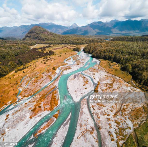 overhead view of maruia river, south island, new zealand. - whitewater rafting stock pictures, royalty-free photos & images