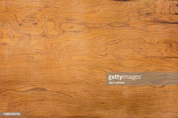 overhead view of old dark brown wood - tisch stock-fotos und bilder