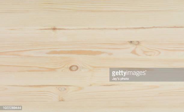 overhead view of old dark brown wooden table - bauholz brett stock-fotos und bilder