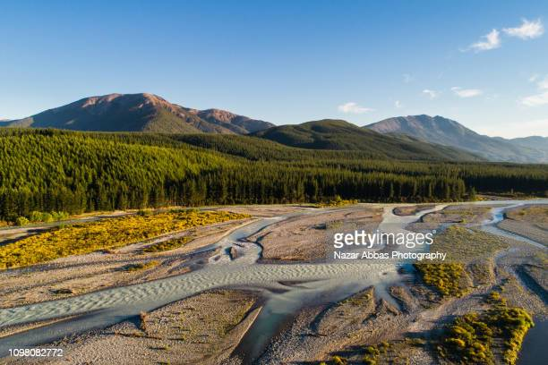 overhead view of river flowing. - marlborough new zealand stock pictures, royalty-free photos & images