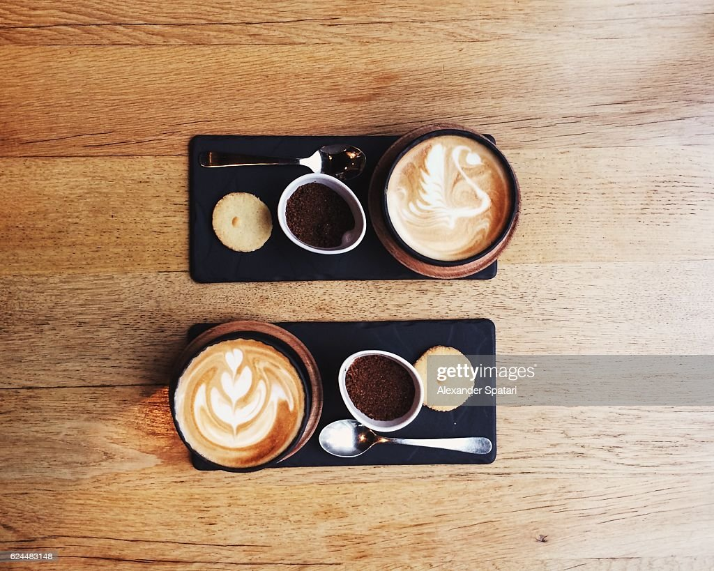 Overhead view of symmetric coffee cups for two persons : Stock-Foto