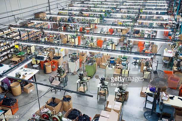 overhead view of textile factory - fábrica têxtil imagens e fotografias de stock