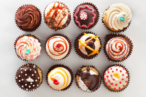 Overhead view of tray with cupcakes 171360702