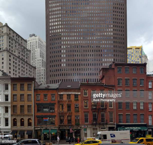 overlapping buildings and contrast between old and new architectures in lower manhattan, new york city - história social - fotografias e filmes do acervo