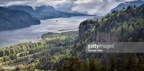 overlook of the columbia river gorge - columbia river gorge stock pictures, royalty-free photos & images
