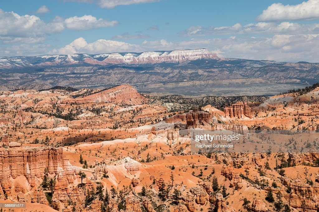 Overlooking Bryce Canyon towards Aquarius plateau : Stock Photo