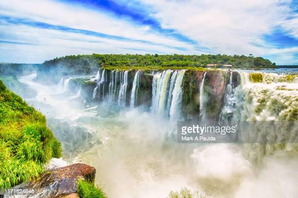 overlooking iguazu waterfall - イグアス滝 ストックフォトと画像