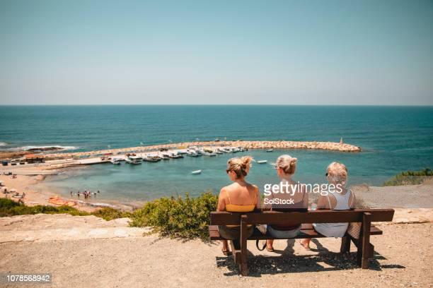 アギオス ・ ゲオルギオス ・港を見下ろす - パフォス ストックフォトと画像