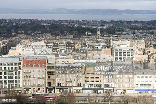 overlooking the new town, edinburgh - プリンシズ通り ストックフォトと画像