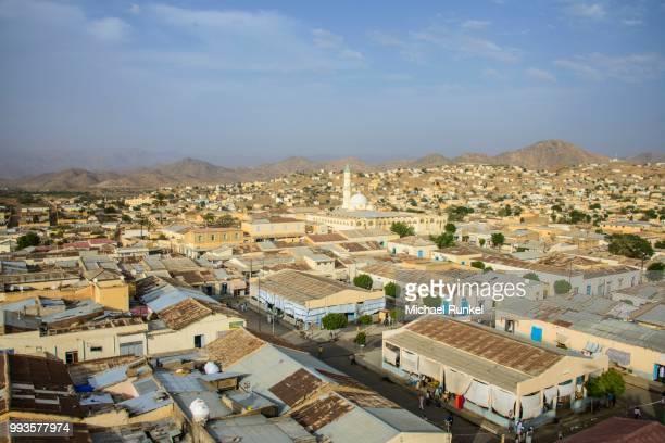 overlooking the town of keren in the highlands, keren, eritrea - eritrea stock-fotos und bilder