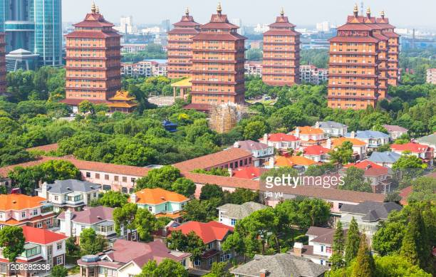 overlooking the villas of huaxi village and tallinn, jiangyin city, jiangsu province, china. - 江陰市 ストックフォトと画像