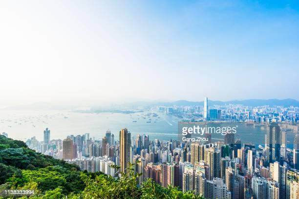 con vistas a toda la ciudad desde el pico victoria - paisajes de hongkong fotografías e imágenes de stock
