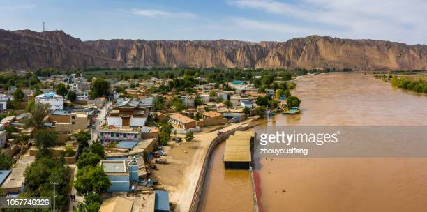 overlooking the yellow river stone forest of gansu - 甘粛省 ストックフォトと画像