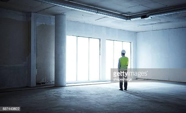 Die Beaufsichtigung der letzten Phase der Bauarbeiten