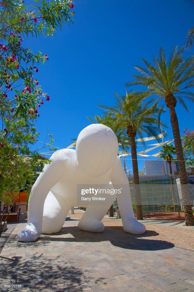 Oversize inflatable balloon in shape of crouching person on street in Mesa, AZ, art, art center, museum, outdoors, : Stock-Foto