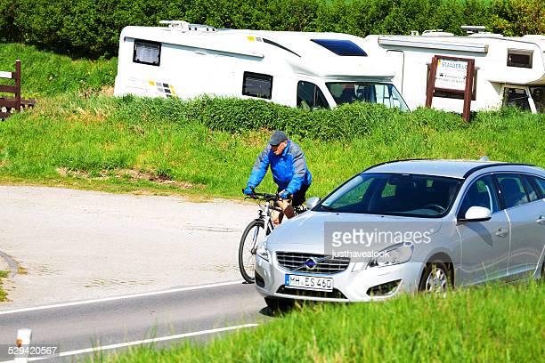 overtaking  cycling man - passeren stockfoto's en -beelden