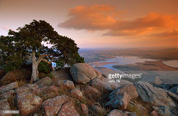 overview from summit of mt scott at sunset. - oklahoma - fotografias e filmes do acervo