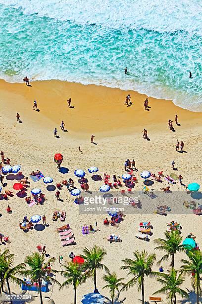 overview of beach - strand von copacabana stock-fotos und bilder