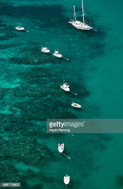 overview of boats in coral reef state park - florida keys photos et images de collection