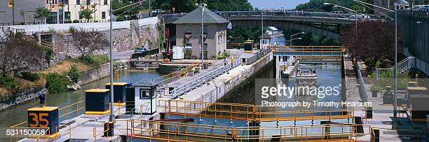 overview of canal lock - timothy hearsum stock pictures, royalty-free photos & images