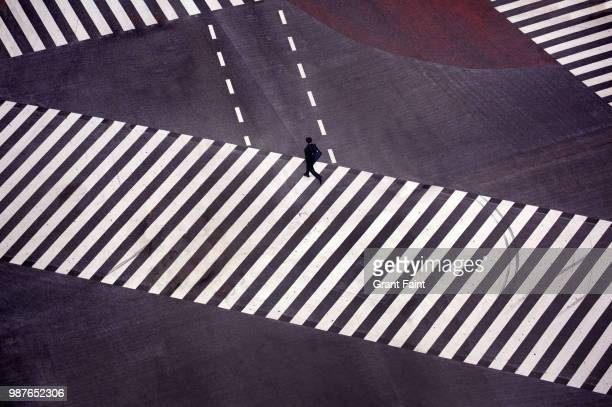 a overview of famous intersection - overhead view of traffic on city street tokyo japan stock photos and pictures