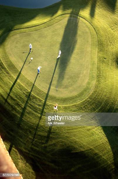 overview of golfers on the green - putting stock pictures, royalty-free photos & images