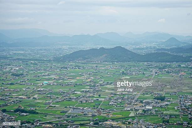 overview of kotohira fields, houses, and mountains - kagawa ストックフォトと画像