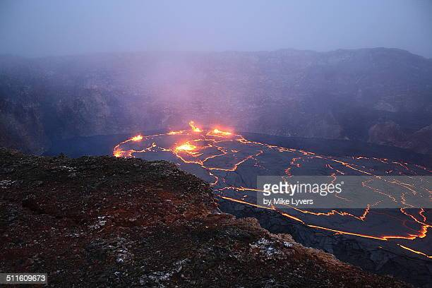 overview of lava lake, hawaii - pu'u o'o vent stock pictures, royalty-free photos & images