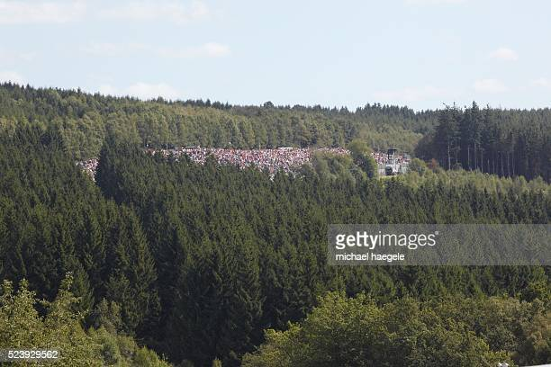 Overview of spectators in the woods of spa