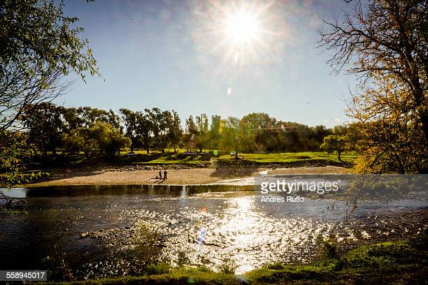 overview of the banks of a river with clear sky - andres ruffo fotografías e imágenes de stock