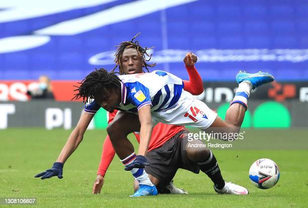 Ovie Ejaria of Reading FC and Osman Kakay of Queens Park Rangers during the Sky Bet Championship match between Reading and Queens Park Rangers at...