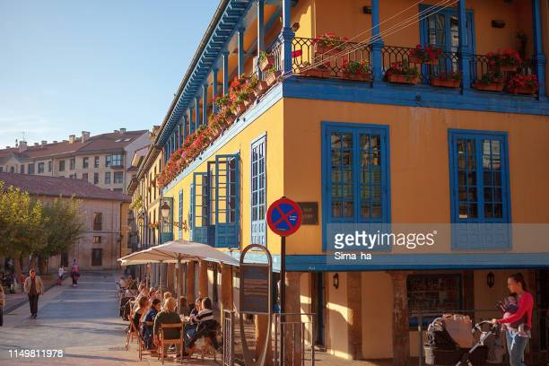 oviedo city on a sunny day - oviedo stock pictures, royalty-free photos & images