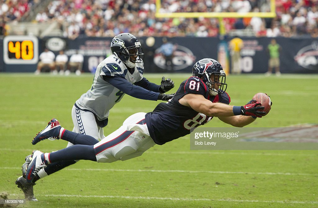 Owen Daniels #81 of the Houston Texans makes a diving catch as he beats Byron Maxwell #41 of the Seattle Seahawks on thie play at Reliant Stadium on September 29, 2013 in Houston, Texas.