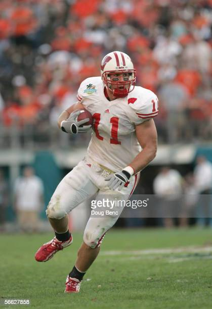 Owen Daniels of the Wisconsin Badgers carries the ball during the Capital One Bowl against the Auburn Tigers at the Florida Citrus Bowl on January 2...