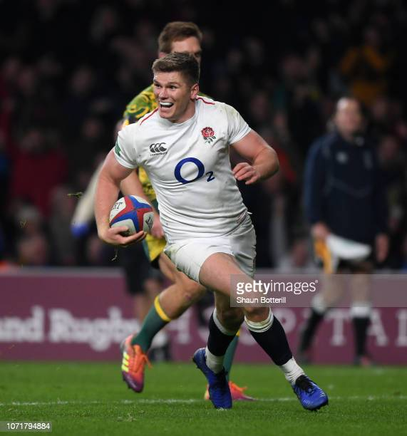 Owen Farrell of England breaks through to score a try during the Quilter International match between England and Australia at Twickenham Stadium on...