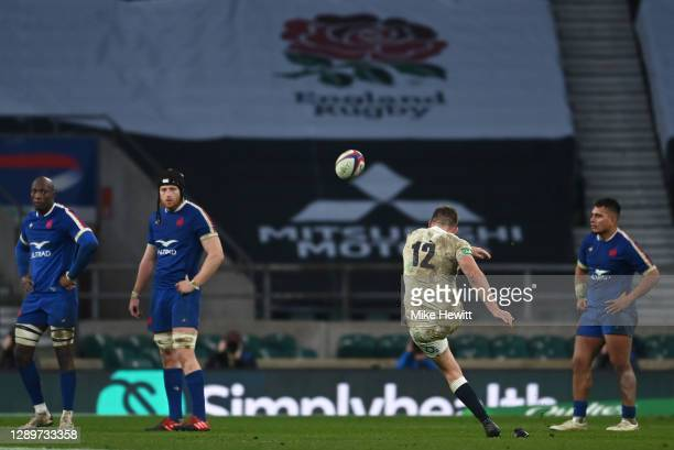 Owen Farrell of England misses a penalty to win the game in extra time during the Autumn Nations Cup Final & Quilter International between England...